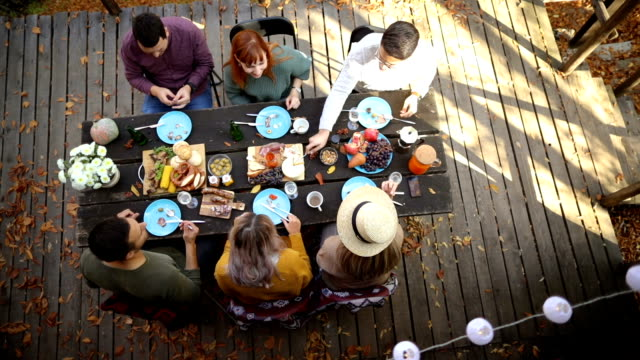 stockvideo's en b-roll-footage met herfst brunch op de veranda - table top shot