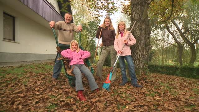 DOLLY HD: Herbst Haushaltsaufgabe