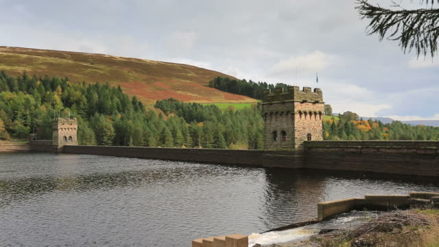 Autumn colours, Derwent Reservoir dam, Derbyshire, Peak District National Park, England, UK