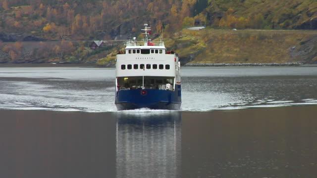 stockvideo's en b-roll-footage met autumn in flåm harbor - kees van den burg