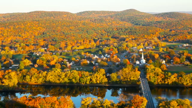 herbst in massachusetts - massachusetts stock-videos und b-roll-filmmaterial