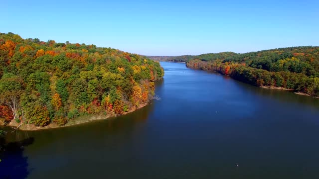 stockvideo's en b-roll-footage met autumn in mohican country at pleasant hill lake - ohio