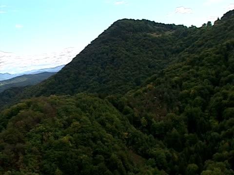vídeos de stock, filmes e b-roll de outono na eslovênia de ar, šmarna gora - bomba de ar