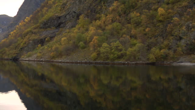 stockvideo's en b-roll-footage met autumn in the aurland fjord - kees van den burg