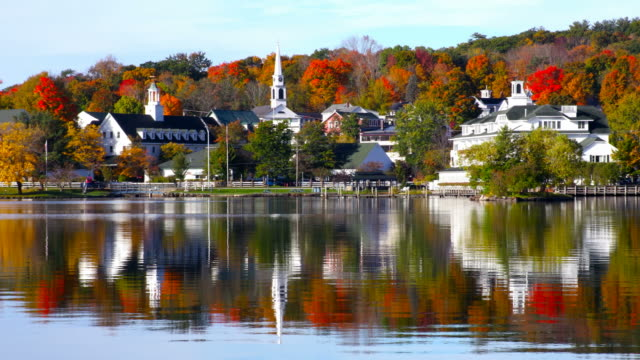 stockvideo's en b-roll-footage met herfst op lake winnipesaukee in van newhampshire - japanse vallende bladeren