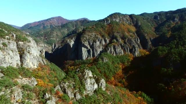 autumn scene of juwangsan national park in cheongsong - felsformation stock-videos und b-roll-filmmaterial