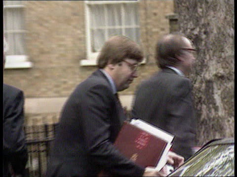 autumn statement england london downing st no 10 cms michael howard mp david mellor mp david hunt mp and tony newton mp out no 10 in group chatting... - social security stock videos & royalty-free footage