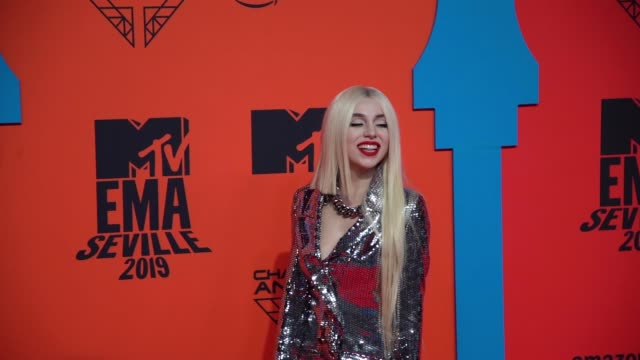 ava max at 26th mtv europe music awards on november 03 2019 in seville spain - mtv1 stock videos & royalty-free footage
