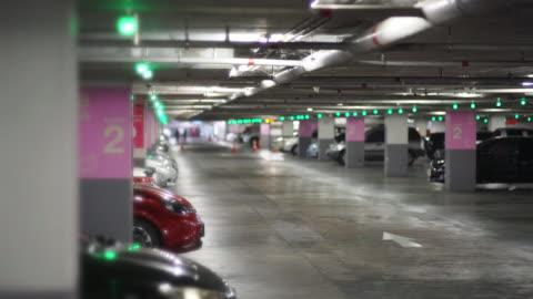 可用的停車場,綠燈標誌。 - parking 個影片檔及 b 捲影像