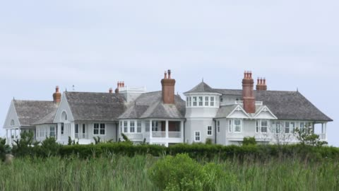 vidéos et rushes de available properties are seen in southampton, ny july 23, 2017. photographer: timothy fadek - shots: shot of trees obscuring luxury home, wide shot... - long island