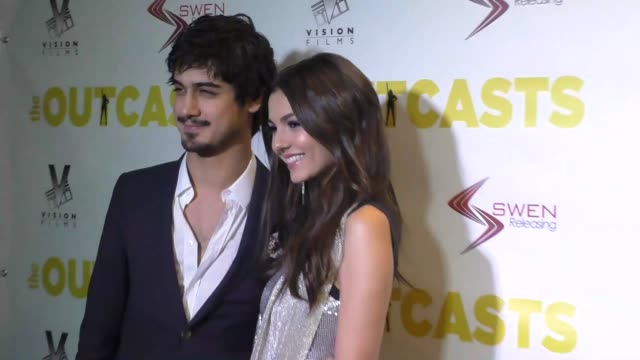 avan jogia & victoria justice at the premiere of swen group's 'the outcasts' on april 13, 2017 in los angeles, california. - ヴィクトリア・ジャスティス点の映像素材/bロール