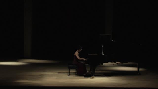 avant プレミア - ピアノ点の映像素材/bロール