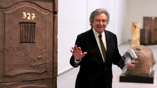vídeos de stock, filmes e b-roll de avantgarde spanish painter and sculptor antoni tapies one of the biggest names in european contemporary art died in barcelona on monday aged 88 his... - painter artist