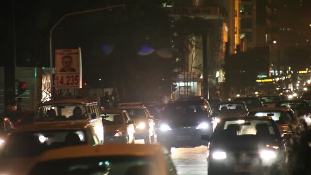 ws r/f avenida paulista avenue at night / sao paulo, brazil - avenida stock videos & royalty-free footage