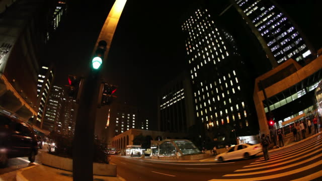 ws pan avenida paulista avenue at night / sao paulo, brazil - avenue stock videos & royalty-free footage