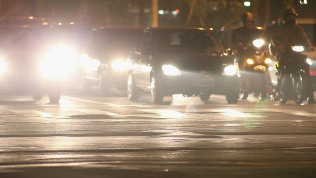 ms r/f avenida paulista avenue at night / sao paulo, brazil - avenida stock videos & royalty-free footage