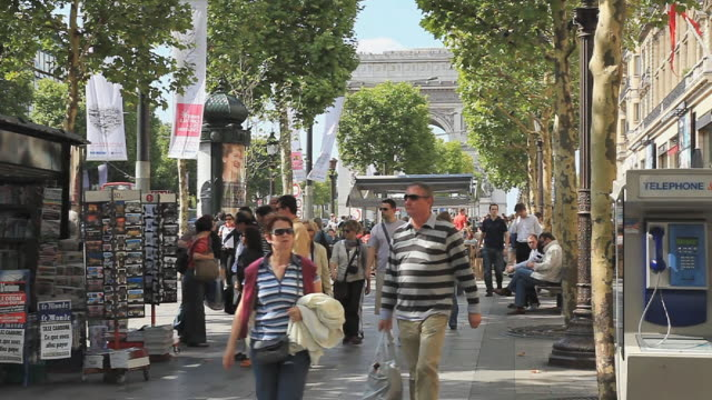 avenue champs elysees in paris - avenue des champs elysees stock videos & royalty-free footage