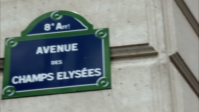 cu, pan, avenue des champs elysees sign on wall, paris, france - 道路名の標識点の映像素材/bロール