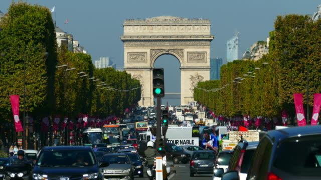 vídeos y material grabado en eventos de stock de avenue des champs élysèes, arc de triomphe, paris, ile de france, france - arco triunfal