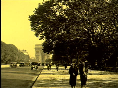 avenue du marechal foch, cars, pedestrians, trees, promenade, horseback riders, park, bois de boulogne. avenue foch and the bois de boulogne avenue... - recreational horseback riding stock videos & royalty-free footage