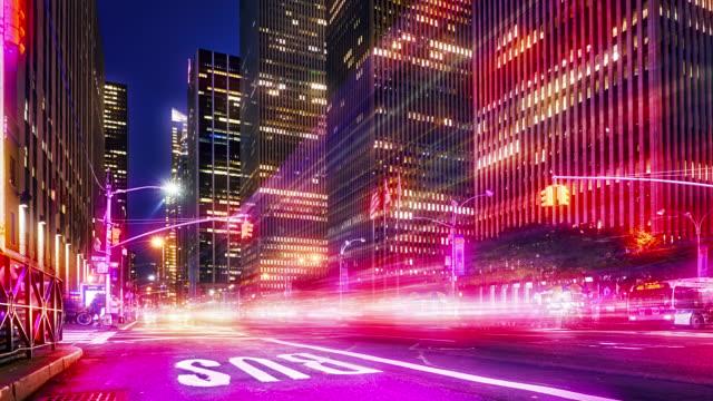 6 avenue. i new york. natt. finansiell uppbyggnad - mittdel bildbanksvideor och videomaterial från bakom kulisserna