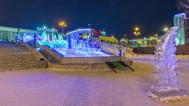 """vídeos y material grabado en eventos de stock de avenue of ice sculptures """"magic ice of siberia"""" city of krasnoyarsk, january 2020. - moneda de veinticinco céntimos"""