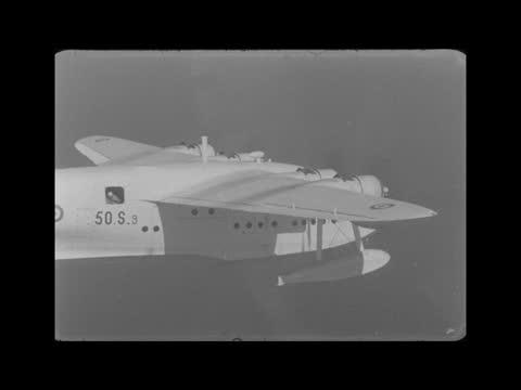 stockvideo's en b-roll-footage met britain's last sunderland flying boat; england: in the air, near pembroke coast: ext air/air last sunderland in flight * air/air sunderland along -... - pembroke