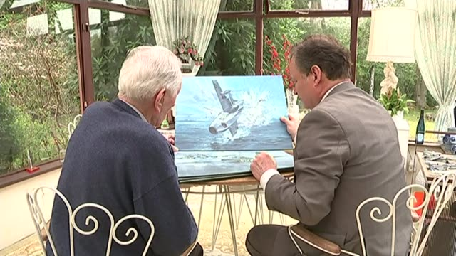 vidéos et rushes de aviation captain eric 'winkle' brown dies tx sussex captain eric brown looking at war plane paintings with reporter - eric