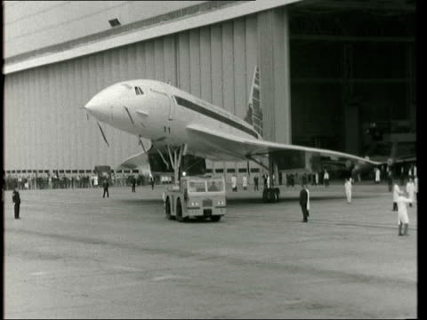 concorde 002 makes first public appearance; england: bristol: filton: ext dixon commentary: lv concorde from hangar r-l slowly & starts to turn: tms... - audio available stock-videos und b-roll-filmmaterial