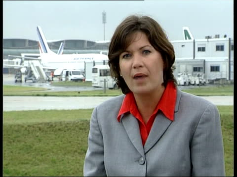 concorde air france flight 4590 crash gonesse reactions france charles de gaulle airport ext reporter to camera sot people at checkin desks gv people... - charles de gaulle stock videos and b-roll footage