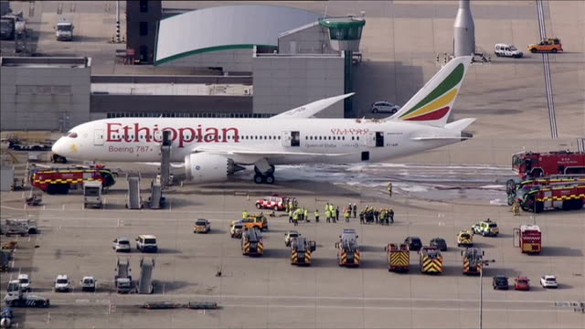 fire on board ethiopian airlines boeing 787 dreamliner aircraft at heathrow airport london heathrow airport ethiopian airlines boeing 787 dreamliner... - boeing 787 stock videos and b-roll footage