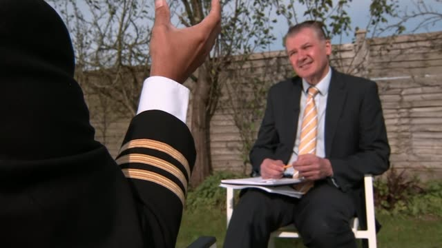 ryanair pilot tells itv news flight cancellations could continue in 2018 unidentified locaiton ext anonymous interview with serving ryanair pilot sot - ライアンエアー点の映像素材/bロール