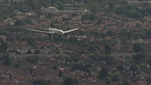 suspected stowaway dies after falling from ba flight aerial / air view air to air shot of british airways aircraft descending over housing estate / - richard pallot stock-videos und b-roll-filmmaterial