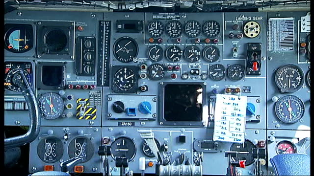 vídeos y material grabado en eventos de stock de aviation vc10 makes final flight england surrey dunsfold airfield int various shots sqn ldr tim kemp talking to penelope keith about vc10 inside... - penelope keith