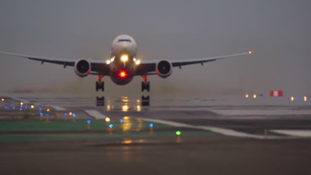 aviation - landefahrwerk stock-videos und b-roll-filmmaterial