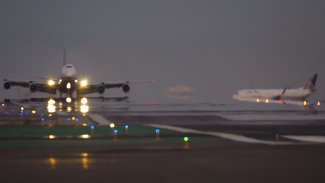 vidéos et rushes de aviation - atterrir