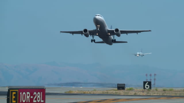 aviation - start und landebahn stock-videos und b-roll-filmmaterial