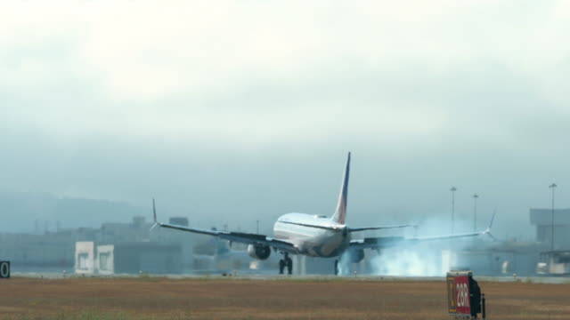 aviation - landing touching down stock videos & royalty-free footage