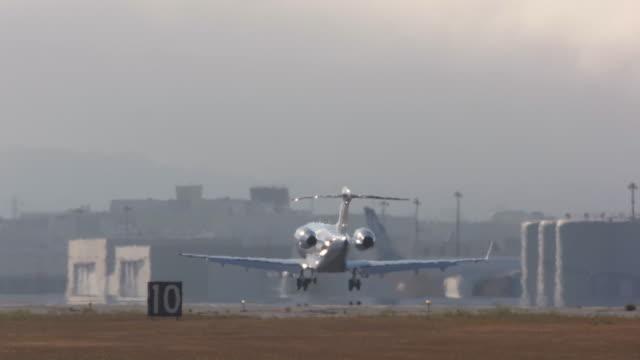 vidéos et rushes de aviation - avion privé d'entreprise