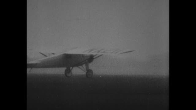 cu aviator charles lindbergh / rear shot the spirit of st louis takes off / note exact month/day not known - charles lindbergh stock videos & royalty-free footage