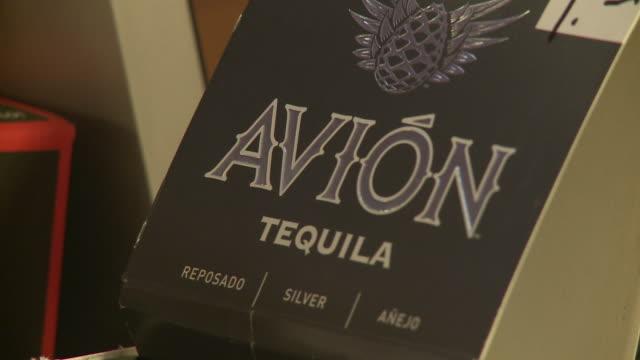 stockvideo's en b-roll-footage met of avion tequila store displays - avion