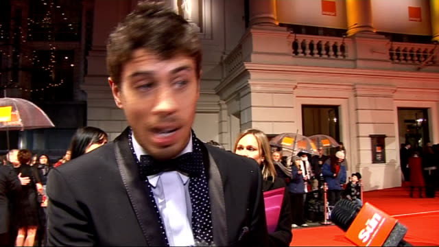 stockvideo's en b-roll-footage met red carpet arrivals and interviews with itn on toby kebbell interviewed sot on his red socks how much effort he put into outfit jazzing it up with... - stippen