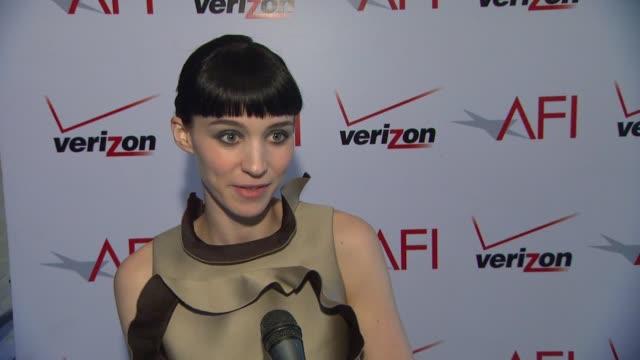 vídeos de stock, filmes e b-roll de awards 2012 in beverly hills ca united states 01/13/12 - wendi mclendon covey