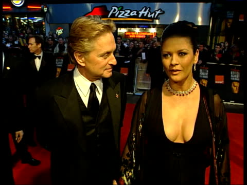 awards catherine zeta jones comment on arrival sot i'm back clean feed tape = d0616937 or d0616938 001326 to 001435 fx programme as broadcast tape =... - catherine zeta jones stock videos & royalty-free footage