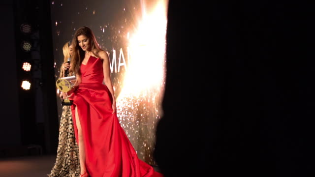 stockvideo's en b-roll-footage met awards ceremony at world bloggers awards on may 24, 2019 in cannes, france. - filmfestival