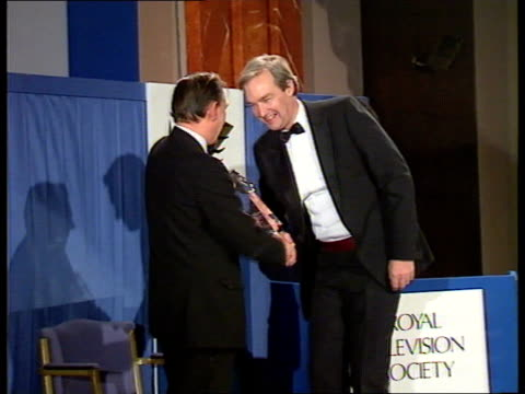 paul davies tv journalist of the year england london hilton hotel ms jon snow along to receive award for best home news coverage from michael... - jon snow journalist stock-videos und b-roll-filmmaterial