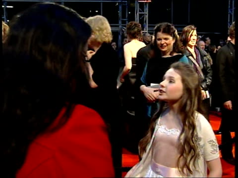 red carpet arrivals abigail breslin interview on red carpet sot discusses role in little miss sunshine - 2007 stock-videos und b-roll-filmmaterial
