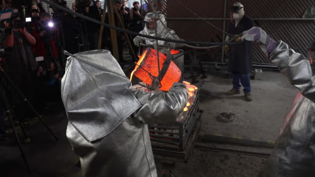 awards statuette pouring at american fine arts foundry on january 15 2019 in burbank california - foundry stock videos & royalty-free footage