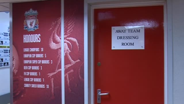 stockvideo's en b-roll-footage met away team dressing room door at anfield on september 20, 2011 in liverpool, england - vrijetijdsfaciliteiten