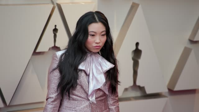 vidéos et rushes de awkwafina at the 91st academy awards - arrivals at dolby theatre on february 24, 2019 in hollywood, california. - cérémonie des oscars